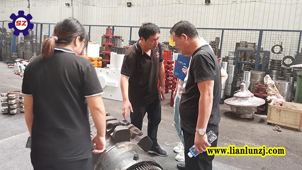 内蒙客户不远千里来到郑州考察链轮组件厂家!