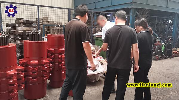 贵阳彭总开展刮板机配件业务,来我厂考察参观!
