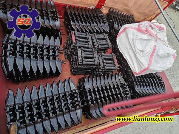 榆林客户订购65S-06刮板配套螺栓及哑铃销专车发货