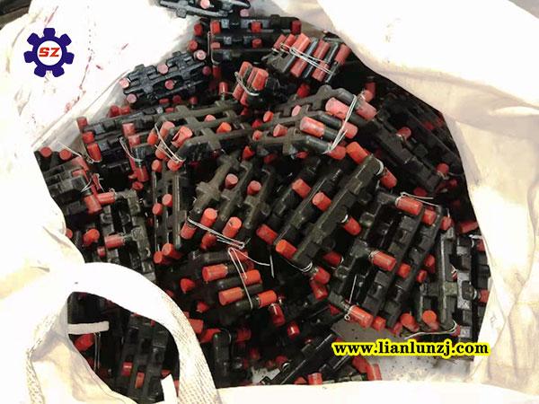 刮板机e型螺栓发货