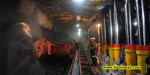 煤矿用设备三机一架
